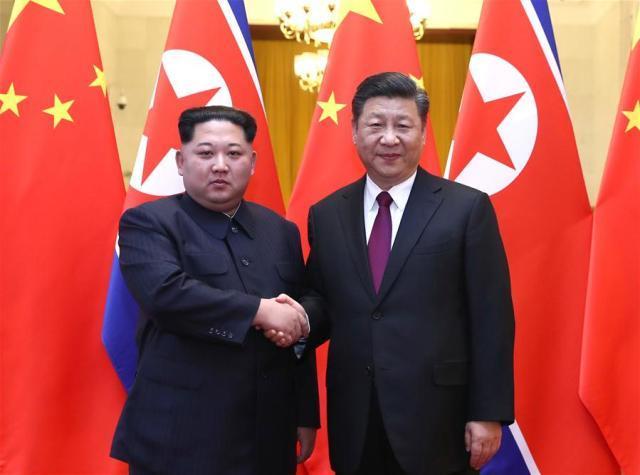 Il presidente cinese Xi Jinping e il leader della Corea del Nord Kim Jong Um al vertice di Pechino del 25-28 marzo 2018 (ph. Xinua).